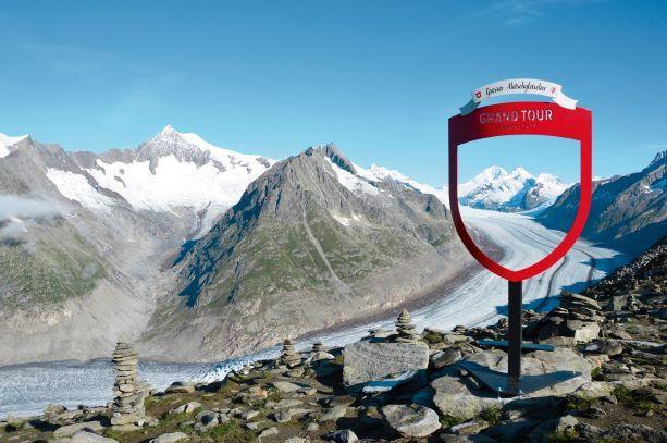 Die Grand Tour of Switzerland ist der weltweit erste Road Trip für Elektrofahrzeuge und führt auf über 1600 Kilometern durch vier Sprachregionen, über fünf Alpenpässe, zu zwölf UNESCO-Welterbestätten und an 22 wunderschönen Seen entlang.