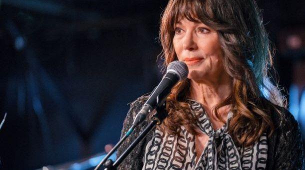 """Auch als Sängerin macht die multitalentierte Iris Berben eine gute Figur – im ZDF-Thriller """"Nicht tot zu kriegen"""" in der Rolle der Showbiz-Diva Simone Markus."""