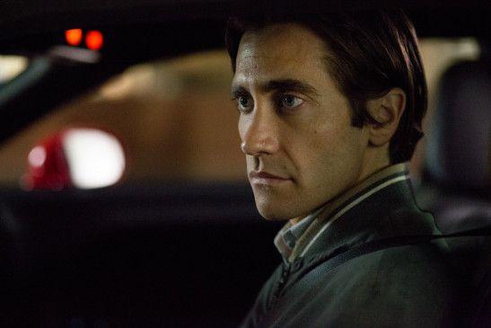 Lou Bloom (Jake Gyllenhaal) lebt zurückgezogen in Los Angeles und hält sich mehr schlecht als recht mit kleinen Diebstählen über Wasser.