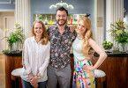 Sebastian Klussmann mit seinen Serien-Kolleginnen (Jennifer Siemann, l.) und Natalie Alison.