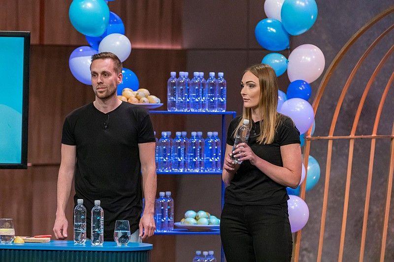 <b>FH2OCUS:</b> Sprudelwasser mit Koffein, aber ohne Zucker, bietet der Drink. Carsten Maschmeyer und Ralf Dümmel investieren die gewünschten 90.000 Euro für 25 Prozent der Firmenanteile.