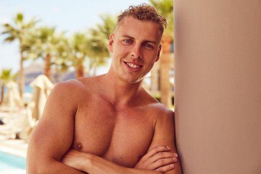 """Alexander (24) kommt aus Essen und ist Geschäftsführer einer Medien- und Marketingagentur. """"Es ist hier wie im Teamsport: Man kann gut miteinander klarkommen, aber auf dem Platz spielt man gegeneinander"""", sagt er über die RTL-Show."""
