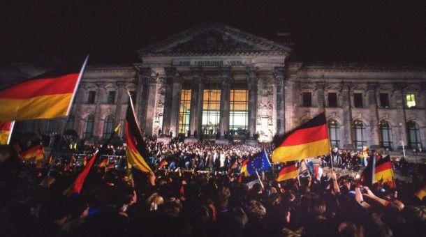 Am 3. Oktober 1990, wurde das Ende der DDR-Diktatur durch die feierliche Wiedervereinigung von Ost- und Westdeutschland final besiegelt.