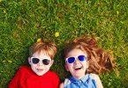 Auch bei Kindern sind Sonnenbrillen mehr als nur ein modisches Accessoire.