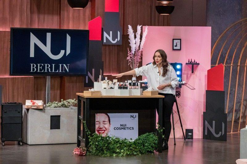 <b>NUI Cosmetics:</b> Swantje van Uehm präsentiert ihre natürlichen und veganen Kosmetikprodukte, die trotzdem stylish sein sollen. Judith Williams investiert 250.000 Euro und bekommt satte 40 Prozent.