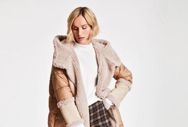 Warm gefütterte Jacken mit Lammfell-, Teddy- oder Pelz-Optik liegen im Trend. Mit Mustern werden sonst eher eintönige Winterlooks aufgelockert – wie zum Beispiel hier beim Outfit von Gerry Weber.