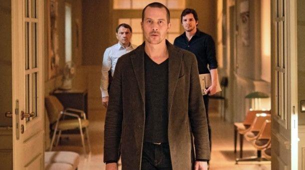 Barnaby Metschurat spielt Oliver Manlik.