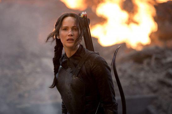 Katniss Everdeen (Jennifer Lawrence) konnte von den Rebellen aus der Arena gerettet werden und in dem zerstört geglaubten Distrikt 13 in Sicherheit gebracht werden.