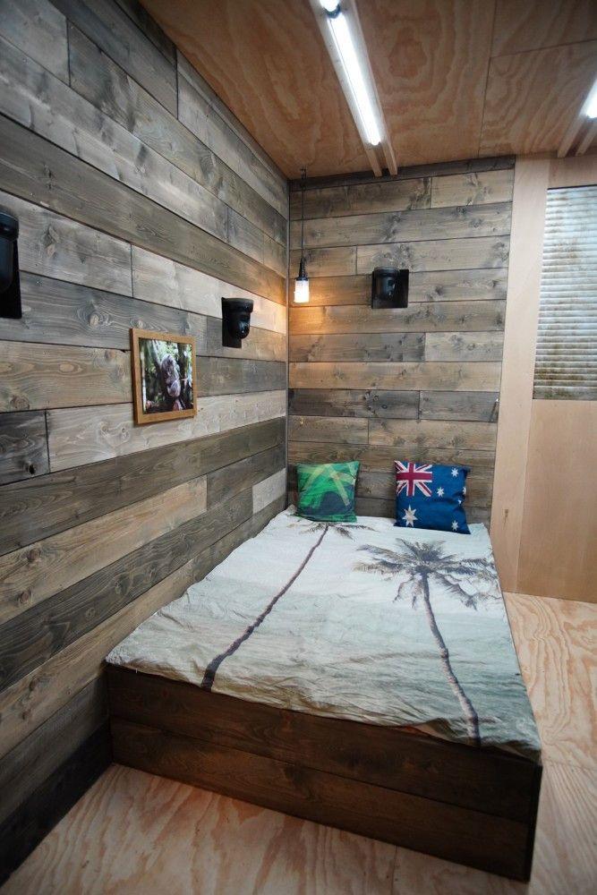 Die Häuschen sind mit einem Doppelbett (140x200), eiber Hängematte, Kühlschrank, elektr. Herdplatte, Trocken-WC mit Sägespänen und Fass-Dusche ausgestattet.