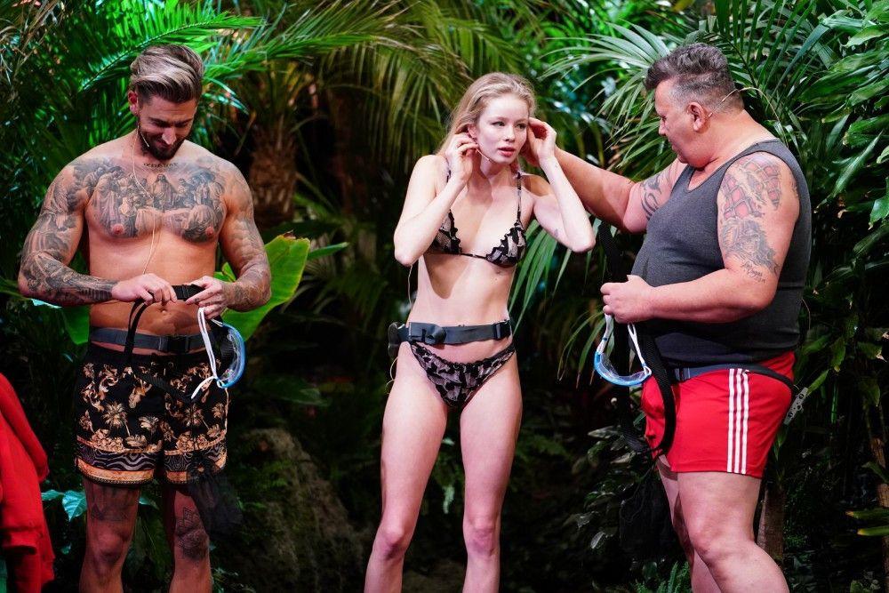 """Denn statt in Australien sind die Kandidaten in der Nähe von Köln. Und immer nur drei von ihnen sind gleichzeitig im """"Tiny House"""", der """"Dschungelshow""""-Unterkunft im Jahr 2021."""