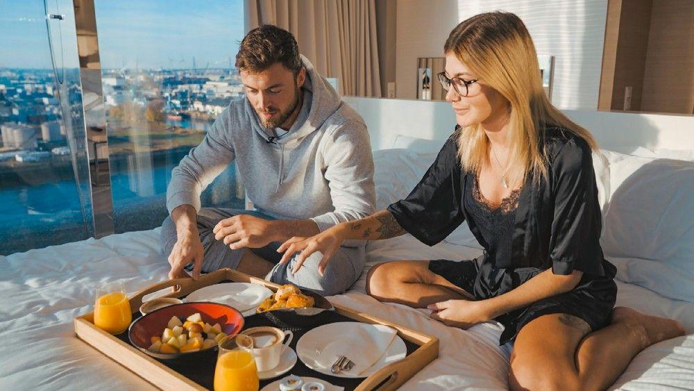 Am nächsten Morgen steht ein gemeinsames Frühstück auf dem Programm.