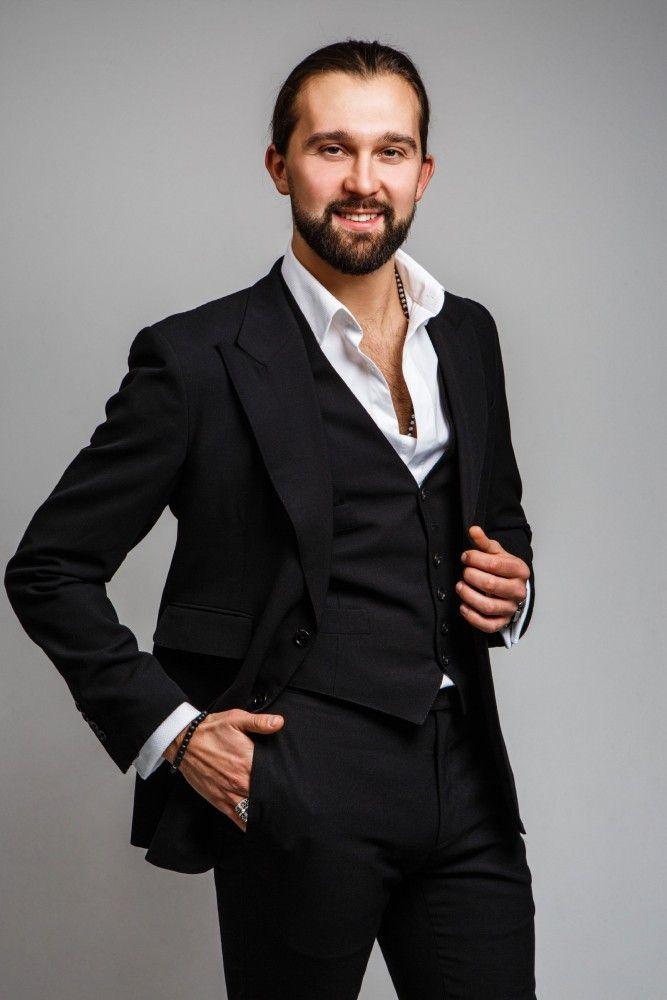 """Pasha Zvychaynyy (29, aus Berlin, u.a. Weltmeister Showdance Latein). Er ist zum ersten Mal als Profitänzer bei """"Let's Dance"""" dabei und"""