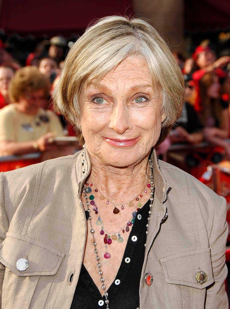 """Besonders bekannt wurde Cloris Leachman durch ihre Rolle der Vermieterin Phyllis Lindstrom in der """"Mary Tyler Moore Show"""". Im Alter von 94 Jahren starb sie am 27. Januar eines natürlichen Todes."""