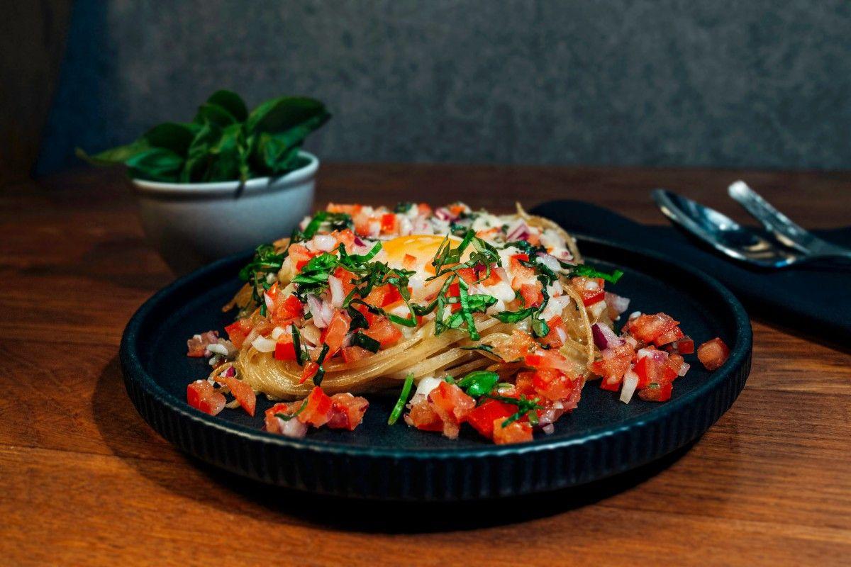 Gebackenes Osterei im Dinkel-Spaghetti-Nest