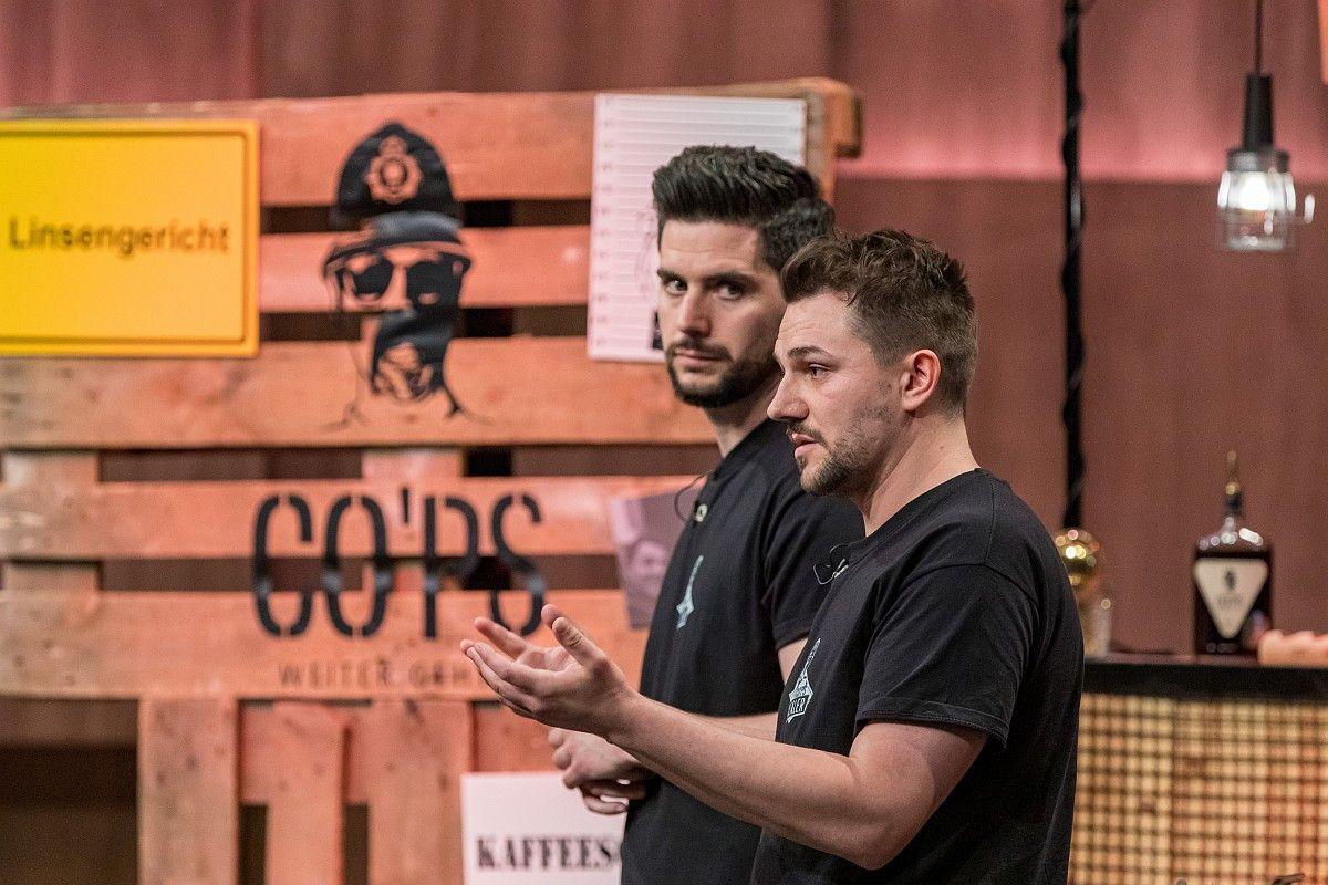 <b>Folge 2:</b> Finn Geldermann und Jan Weigelt stellen ihren Kaffeeschnaps CO'PS vor und bekommen drei Angebote. Nils Glagau holt sich 20 Prozent der Firmenanteile für 100.000 Euro.