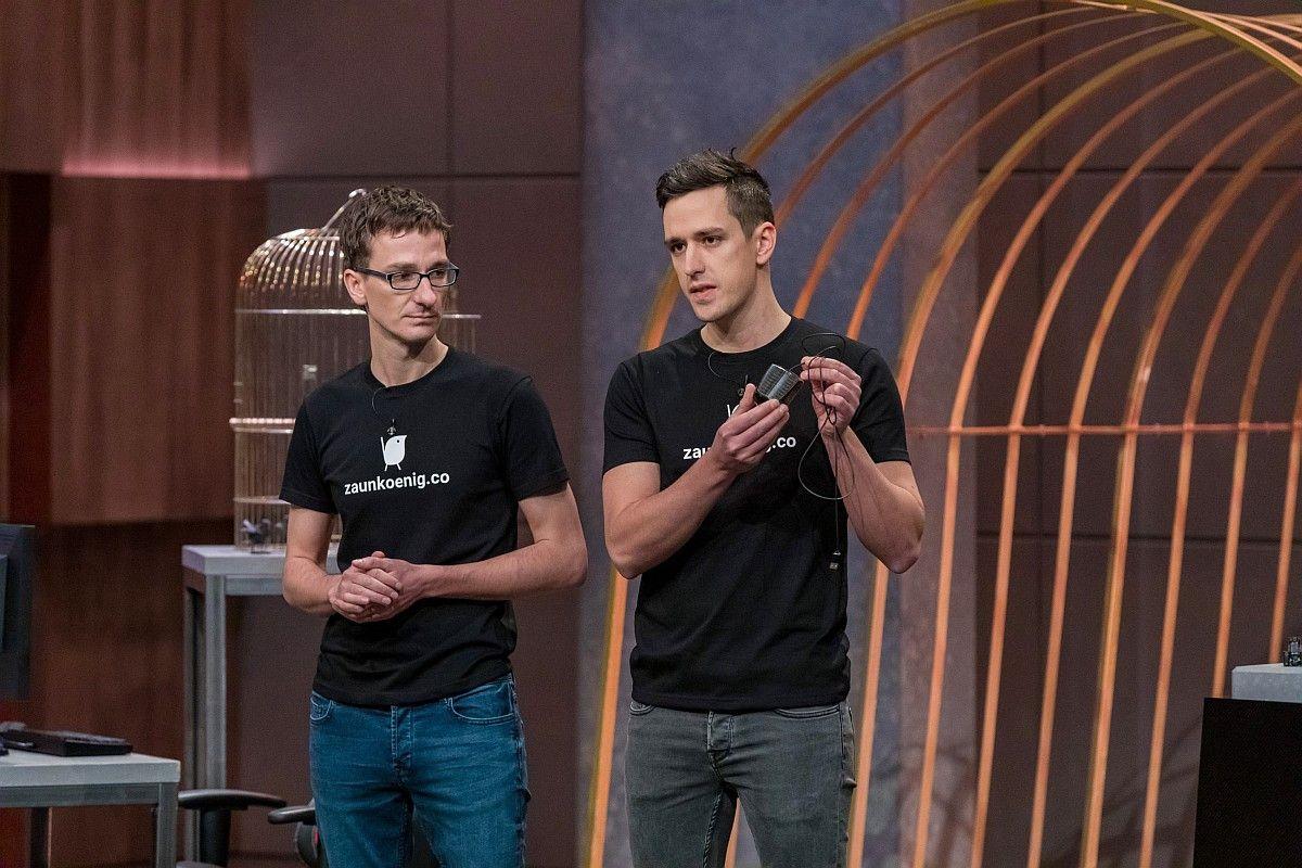 <b>Folge 2:</b> Patrick Schmalzried und sein jüngerer Bruder Dominik haben mit dem Zaunkönig M1K die angeblich kleinste Computer-Maus der Welt entwickelt. Ralf Dümmel und Carsten Maschmeyer investieren gemeinsam 100.000 Euro für 25 Prozent. <b>Im Nachhinein kommt der Deal aber nicht zustande.</b>
