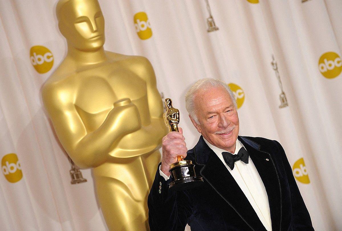 """Christopher Plummer war 2011 mit 81 Jahren der älteste Oscar-Gewinner aller Zeiten: In der Komödie """"Beginners"""" spielte Plummer einen Mann, der sich im hohen Alter als schwul outet. Am 5. Februar 2021 starb der Kanadier im Alter von 91 Jahren."""