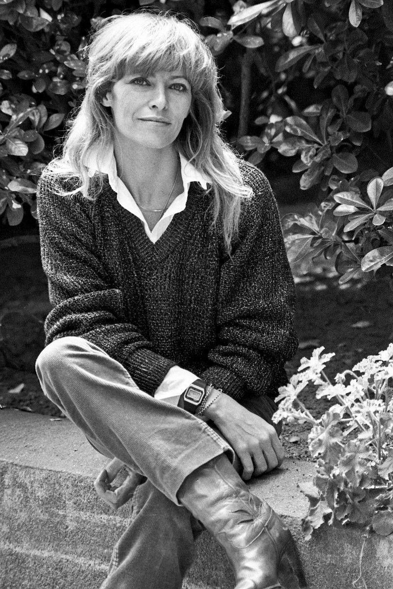 """Nathalie Delon war die Frau, für die Alain Delon Romy Schneider einst verließ. Die beiden spielten gemeinsam in """"Der eiskalte Engel"""". Nathalie Delon starb am 21. Januar im Alter von 79 Jahren an Krebs."""