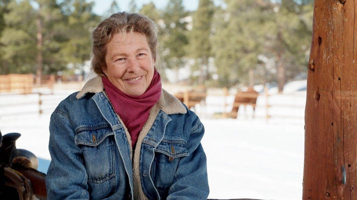 Mit dabei ist u.a. <b>Heike (55)</b> aus den USA. Sie betreibt im Cowboy-Staat Wyoming eine Pferderanch mit sechs Pferden, einem Pony, Perlhühnern, vielen Katzen und einem Hund. Heike, die 2004 ausgewandert ist, wünscht sich einen energetischen Partner, mit dem sie die Ranch weiterführen und eine liebevolle, ausgewogene Partnerschaft aufbauen kann. <b>Hobbies:</b> Fotografieren, Lesen, Holzarbeiten, Motorradfahren