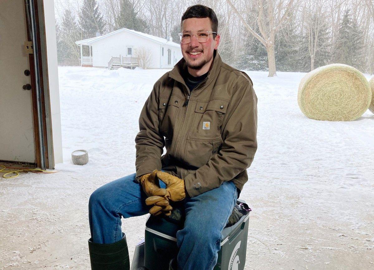 <b>Manuel (28)</b> betreibt in Michigan/USA eine Hobbylandwirtschaft mit Entenzucht mit 24 Enten, einer Hündin, zwei Katzen und zwei Pferden. Er sucht jemanden, der denselben kulturellen Hintergrund mit ihm teilt und genauso freiheitsliebend ist, wie er. <b>Hobbies: </b> Kajak, Jetski, Quad fahren, Freunde treffen