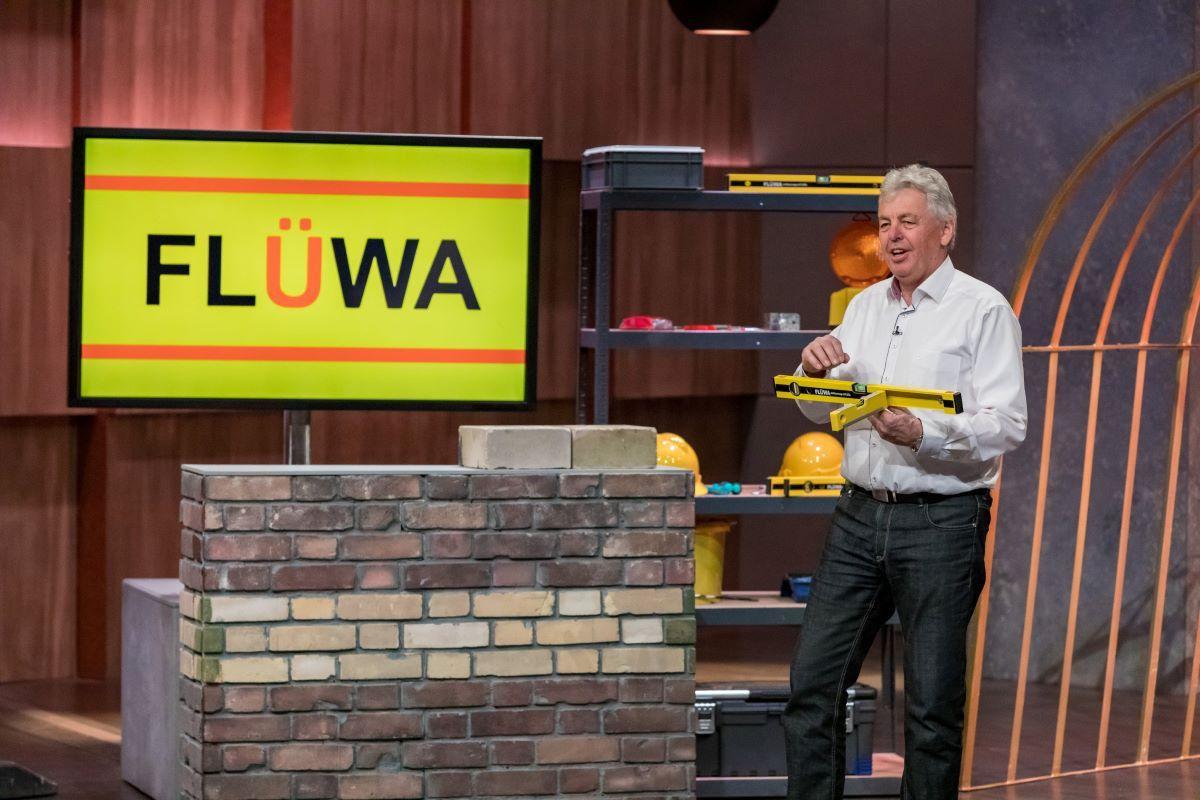 <b>Folge 3:</b> Karlheinz Voll hat FLÜWA entwickelt, eine Wasserwaage mit integrierter zweiter Wasserwaage zum Nievellieren. Ein Produkt für Ralf Dümmel, der 60.000 Euro für 30 Prozent der Firmenanteile investiert.