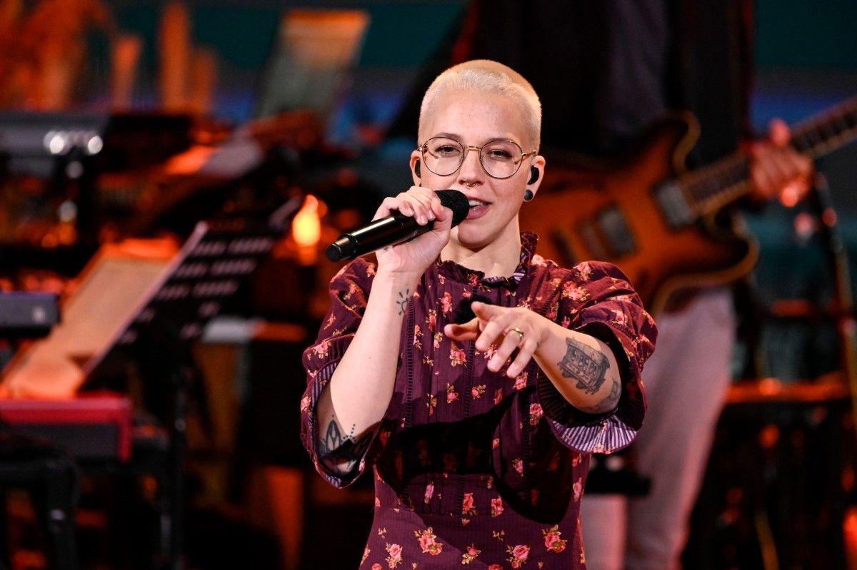 Stefanie Heinzmann wurde durch ein Casting von Stefan Raab bekannt, ist mittlerweile in der Musikszene aber voll etabliert. Sie hat mittlerweile fünf Alben veröffentlicht, die es teilweise auf Platz 1 in den Charts schafften.