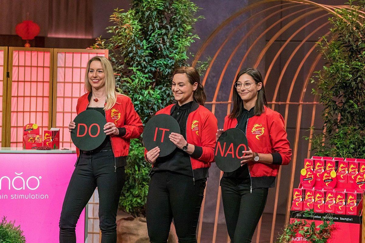 <b>Folge 5:</b> Das Nahrungsergänzungsmittel NAO (mittlerweile Qinao) stößt auf Begeisterung bei den Löwen, Ralf Dümmel und Carsten Maschmeyer investieren gemeinsam 300.000 Euro für 25 Prozent.