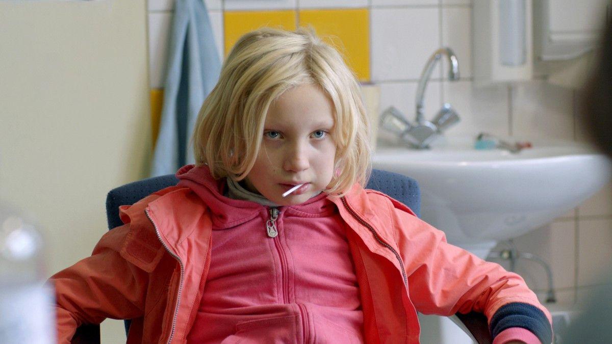 Helena Zengel spielt die neunjährige Benni, die kein festes Zuhause hat.