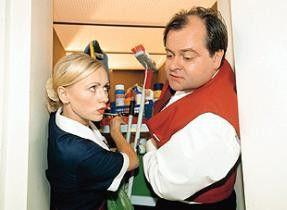 "Markus Majowski mit Dana Golombek in ""Höllische  Nachbarn"""