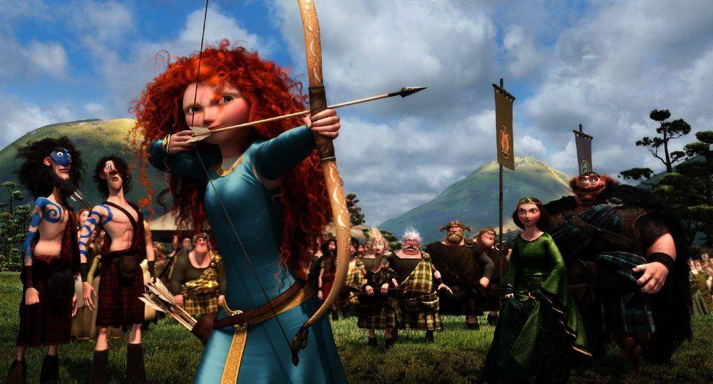 Merida zeigt beim Turnier allen Clanbossen, ihren Söhnen und den eigenen Eltern, was in ihr steckt.