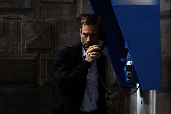 Ben (Aaron Eckhart) bereitet seinen Gegenangriff vor.