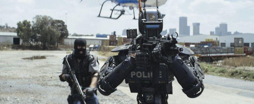 In der nahen Zukunft werden Verbrechen mit Hilfe von Polizei-Robotern bekämpft, die kompromisslos gegen die Bevölkerung vorgehen.
