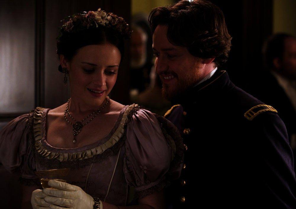 Frederick Aiken (James McAvoy) mit seiner Braut Sarah Weston (Alexis Bledel).