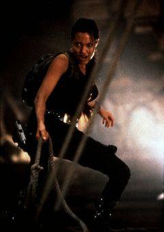 Die Archäologin Lara Croft (Angelina Jolie) hat einen abenteuerlichen Weg vor sich..