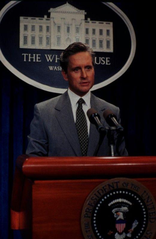 Auf einer Pressekonferenz hält Präsident Andrew Shepherd (Michael Douglas) eine Rede, die für den Wahlkampf von entscheidender Rolle sein könnte.