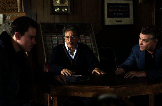 Police Captain Marion Mathers (Ray Liotta, re.) und Detective Stanford (Al Pacino, Mitte) versuchen, Jonathan (Channing Tatum) für ihren korrupten Plan zu gewinnen.