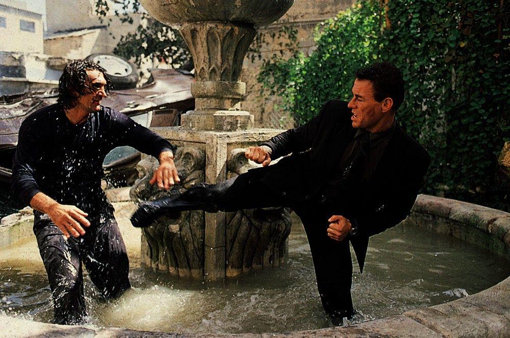 Als Rudy (Jean-Claude Van Damme) erfährt, dass sein Vater in Jerusalem verschwunden ist, macht er sich auf die Suche nach ihm. Schnell gerät er ins Visier einer Sekte, die einen Krieg zwischen Juden, Christen und Moslems heraufbeschwören will.