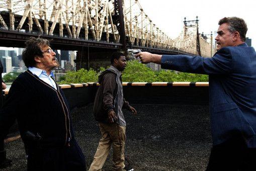 In Panik bedroht Polizeichef Marion Mathers (Ray Liotta, r.) seinen Freund Stanford (Al Pacino, l.). Vincent (Tracy Morgan) geht aus der Schusslinie.