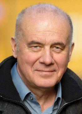 """Literat, Schöngeist, Schauspieler: Hanns Zischler, hier als Kommissar in dem Krimi """"Hinter blinden Fenstern"""""""