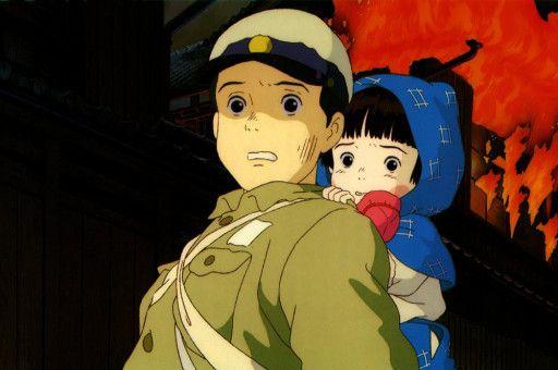 Der erst vierzehnjährige Seita und seine kleine Schwester Setsuko irren als Kriegswaisen durch das zerbombte Japan des Zweiten Weltkriegs.