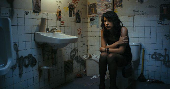 Shirin ist eine umwerfend attraktive Tochter von Exil-Iranern aus gutem Hause.