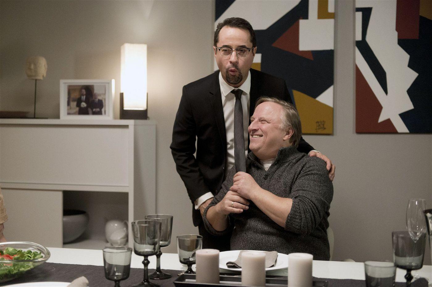Ein trautes Paar? Prof. Boerne (Jan Josef Liefers) und Kommissar Thiel (Axel Prahl) spielen ein schwules Ehepaar, weil Boernes schwuler reicher Erbonkel Gustav aus Florida zu Besuch kommt.