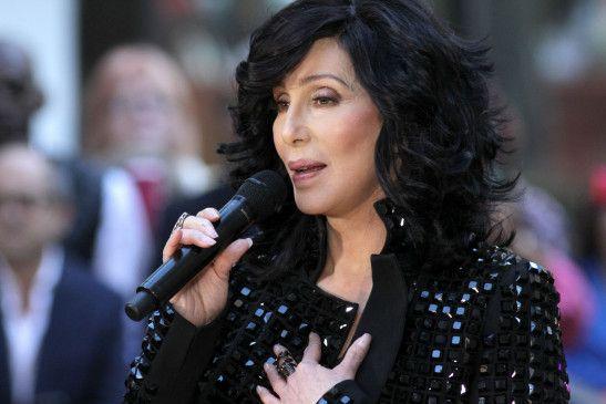 Cher geizt nicht mit den Reizen