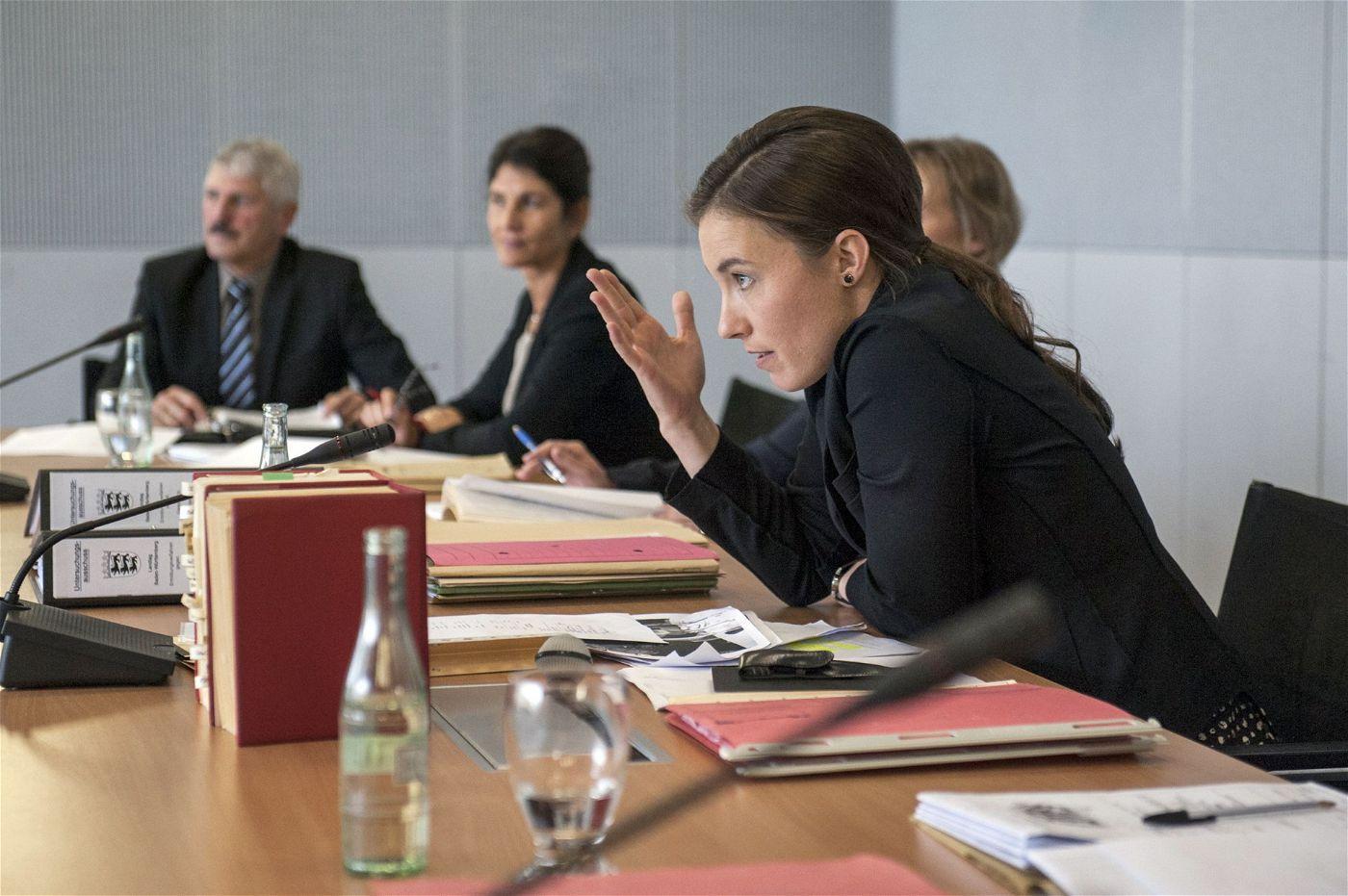 Die energische Landtagsabgeordnete Petra Keller (Katja Bürkle) wollte die politische Frage klären, wer für die Erteilung einer millionenschweren Landesbürgschaft verantwortlich war.