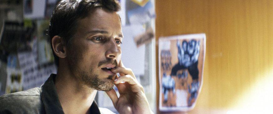 Fabian Groys (Florian David Fitz) ist ein renommierter Journalist in der Hauptstadtredaktion eines politischen Nachrichtenmagazins.