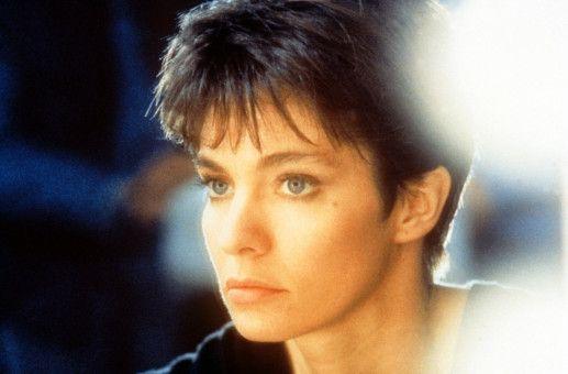 Nikita (Anne Parillaud) hat sich in eine attraktive und elegante Dame verwandelt