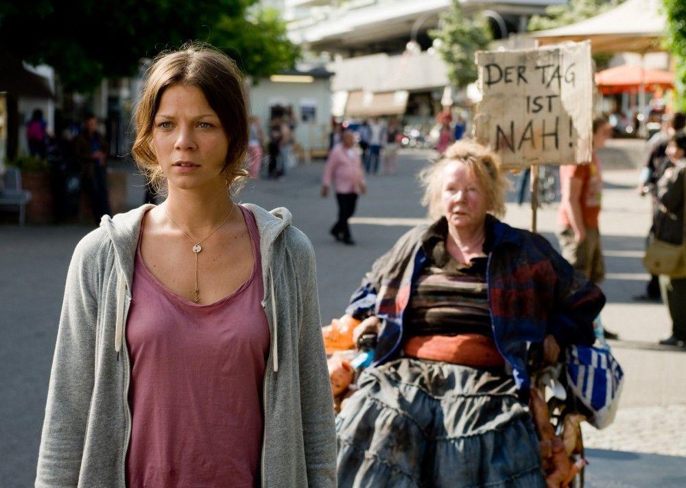 """Jessica Schwarz (l.) und Christine Schorn (hinten) in """"Jesus liebt mich"""""""