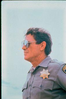 Als Highway-Polizist getarnt, geht Jack Donnelly (Michael Parks) seiner Mordlust nach.