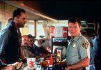 Zementarbeiter Germ (Jack Kehler, l.) legt sich mit Polizist Jack Donnelly (Michael Parks, r.) an. (Andere Darsteller unbekannt)