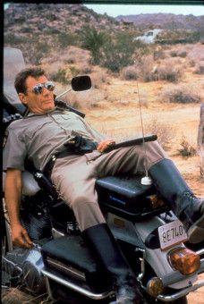 Der Stadtpolizist Jack Donnelly (Michael Parks) hat seinen Glauben an das Gute schon lange verloren.